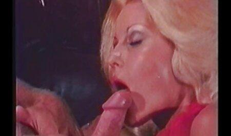Irena estar na pose de um cachorro e um sexo x video amadoras ativo