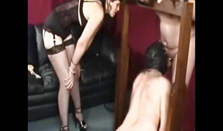 Luda magro com Peitos grandes lavado no video amador x banheiro e sacudido no quarto