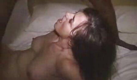Jennifer xvideopornoamador despojado e sentou-se no fio