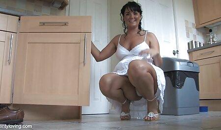 Jovem mulher mostra amadoras x videos seu belo corpo e sucção namorado