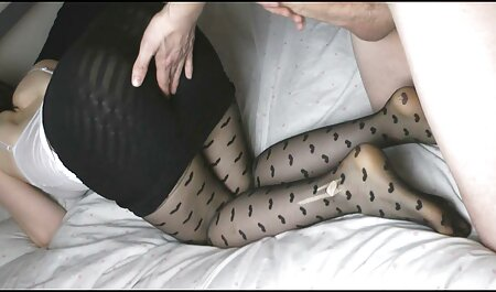 Maria está animada para se masturbar xvideos amador na escola na cama até o orgasmo