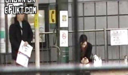 Mãe de xvideos amador novinha repente acariciou sua filha e se masturba seu clitóris