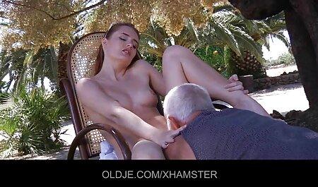 Olga espalhando suas pernas videos amadores x videos e mostrando a tampa no drocher runet
