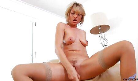 Olya com longo pernas undressing x vídeos amadores em frente de webcam