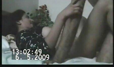Meninas xvideopornoamador lésbicas são magras para jogar nas asas cada uma com a língua