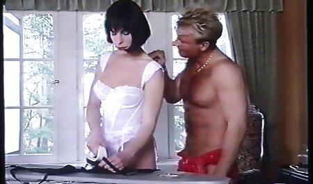Massagistas são elegantes na xvidos amadores parte superior do pênis de seus clientes