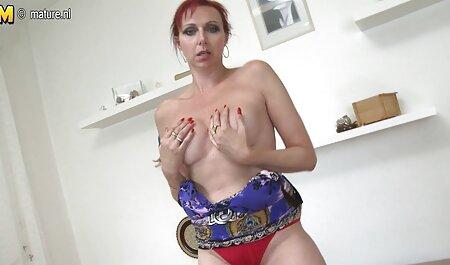 Loira adora sexo x videos anal caseiro e por que ela foda a multidão com um homem